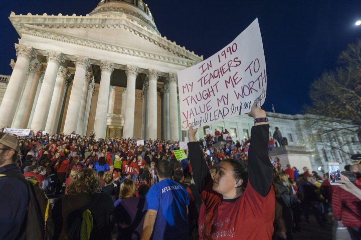 Olovlig lärarstrejk i USA på väg att sprida sig 63c8d57f9fc85