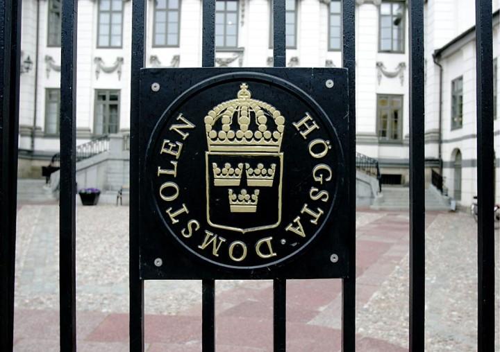Högsta domstolen skärper straffet mot nazisten som bar kniv i skolan.