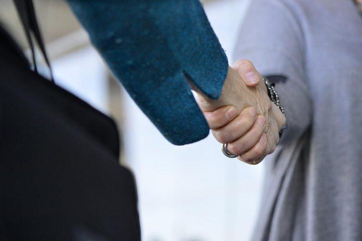 kvinna söker man handen)