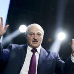 Belarus diktator Alexander Lukasjenko under ett framförande i Minsk.