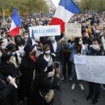 Demonstration mot fredagens mord på en lärare i Paris.