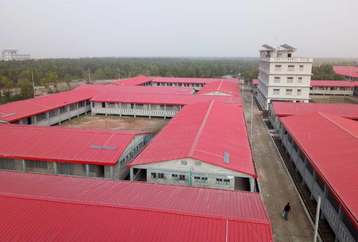 Flyktingförläggningen som byggts på ön Bhasan Char utanför Bangladesh kust.