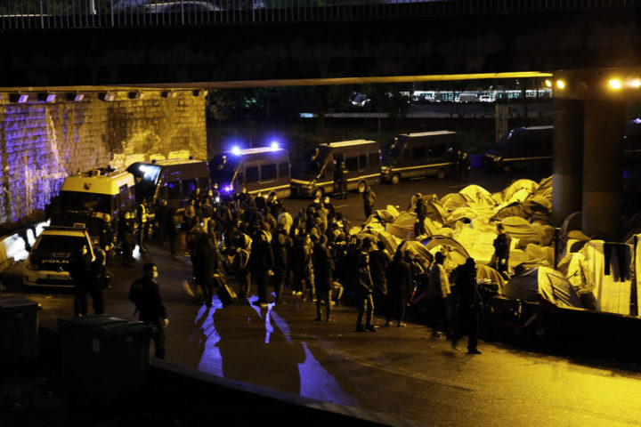 Tältläger Paris Polis Migranter