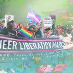 Kollage med en queer liberation-demonstration, blommor och pastellfärger.