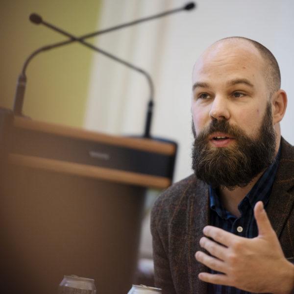 STOCKHOLM 20151202 Daniel Suhonen, författare och chef för den fackliga tankesmedjan Katalys under ett seminarium om 7 timmars arbetsdag.