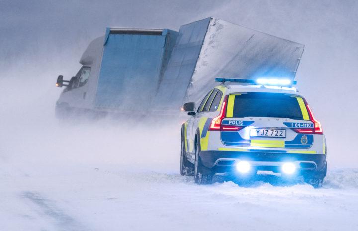 Lastbil som kört i diket utanför Ystad