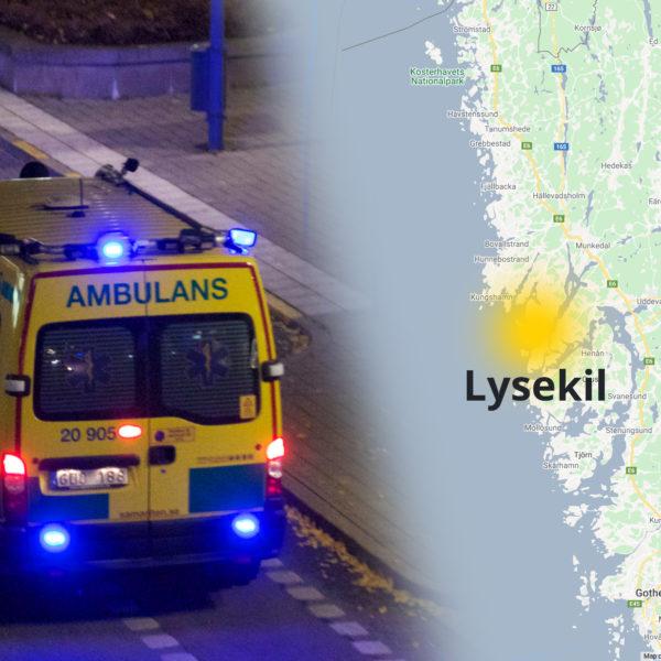 Ambulans med blinkande lampor och en karta där Lysekil är utmärkt.