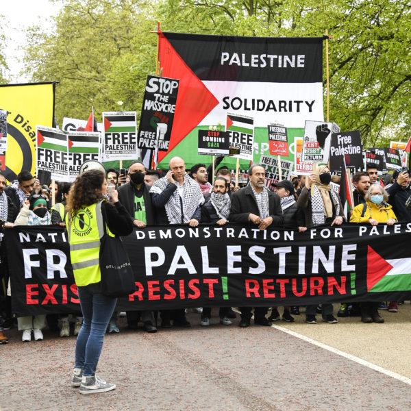 Britter demonstrerar mot Israels bombningar av Gaza