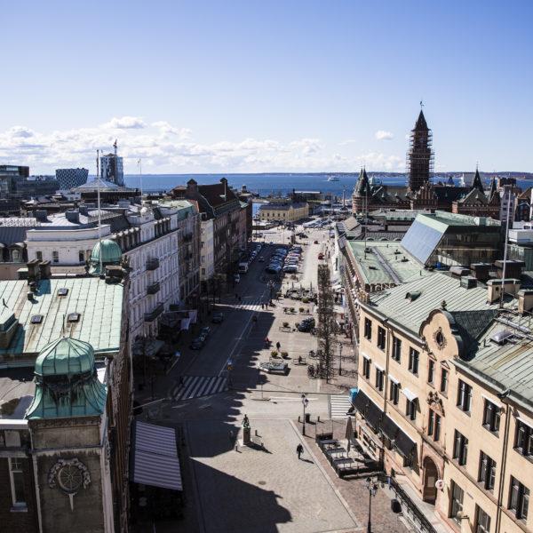 Vy över Helsingborg i solsken.