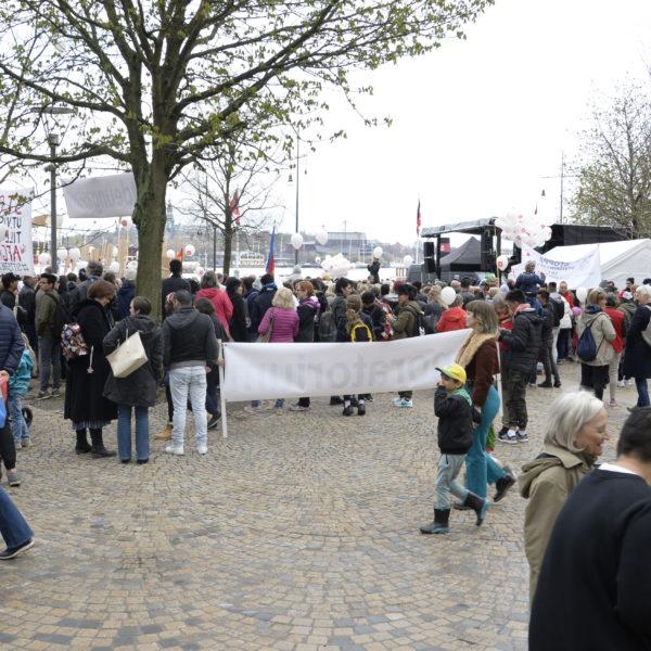 Manifestation i Stockholm för ensammkommande barns rätt att stanna i Sverige