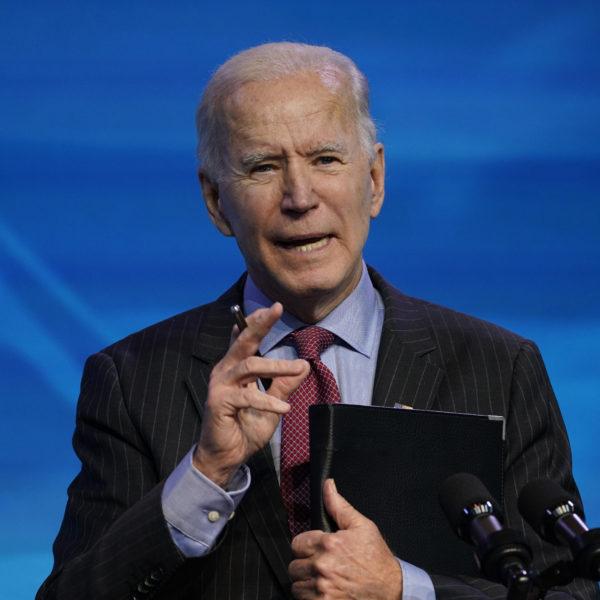 Joe Biden i en talarstol.