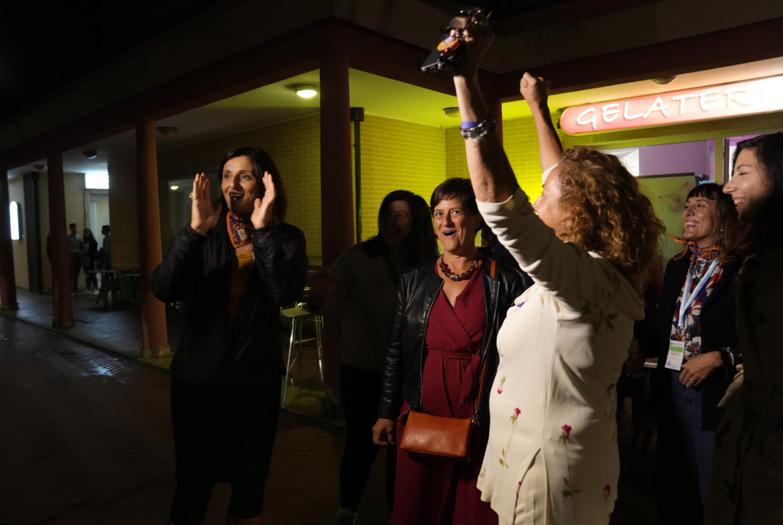 Kvinnor firar efter att abort lagaliserats i San Marino
